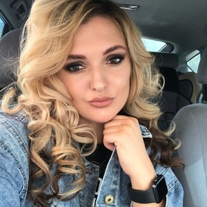 Анна Леоненко
