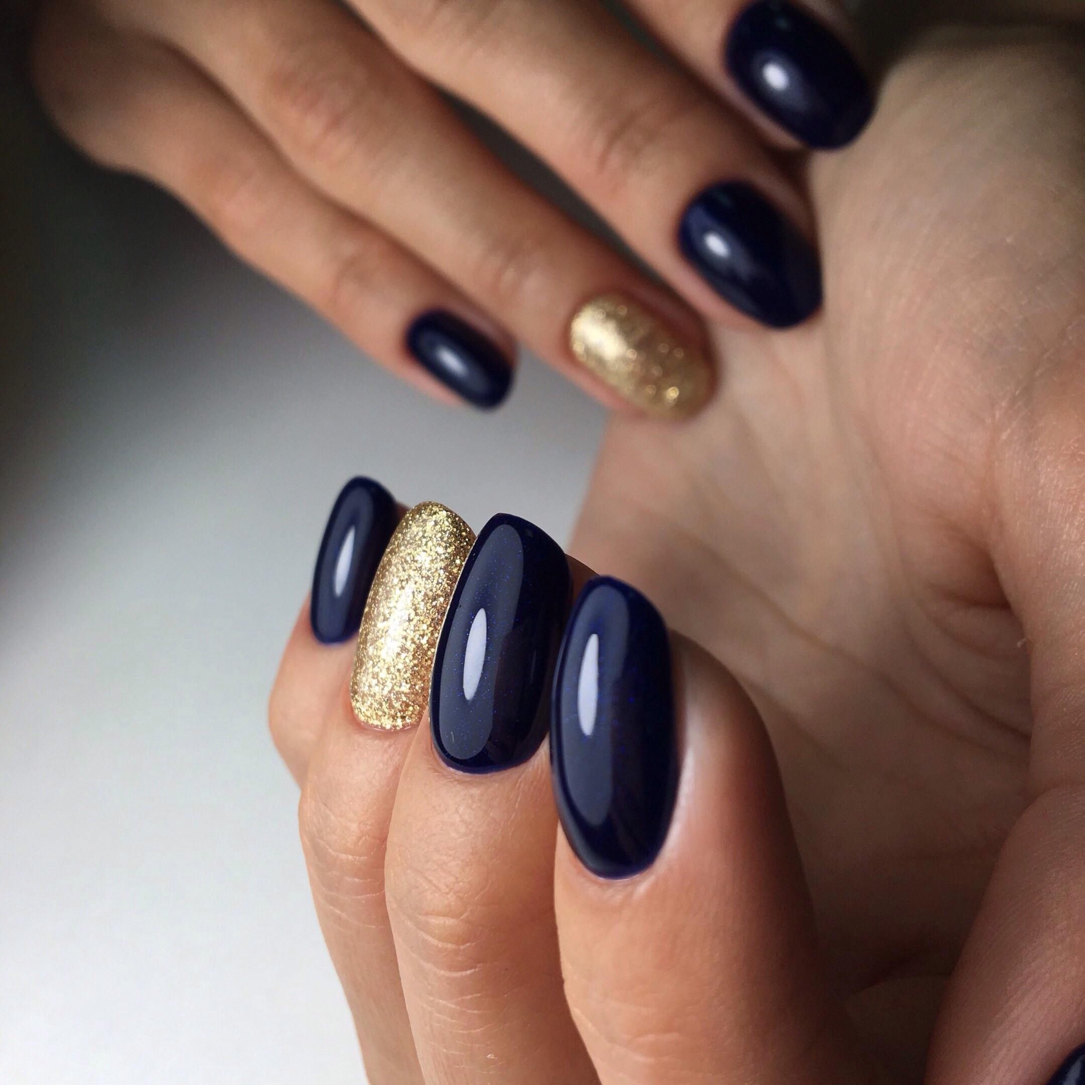 Маникюр синий с золотым фото